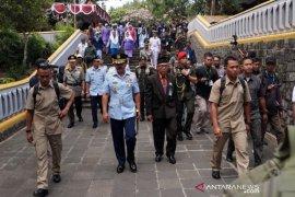 Dalam rangka peringatan HUT TNI Panglima berziarah ke makam  Soeharto