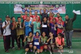 Siswa Bina Artha juarai kejuaraan bulu tangkis  Wali Kota Cup