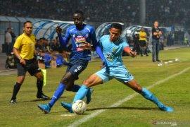 Kapten Persela menilai renegosiasi kontrak bisa stabilkan kondisi tim