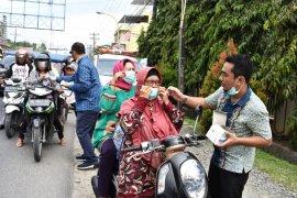 Bupati Tapteng instruksikan dinas kesehatan bagi masker kepada masyarakat