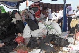 """Kegiatan """"world cleanup day"""" di Mentok kumpulkan dua ton sampah"""