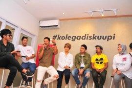Serunya Maliq & D'Essentials bertemu penggemar di Diskuupi Surabaya