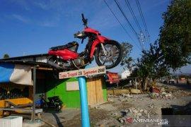Setahun bencana Sulteng -  Tugu pengingat bencana gempa dan tsunami Page 1 Small