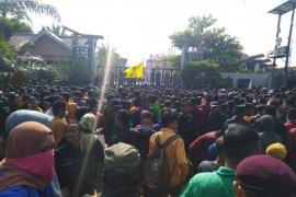 Demo mahasiswa tolak revisi UU KPK di DPRD Kaltim berlangsung ricuh