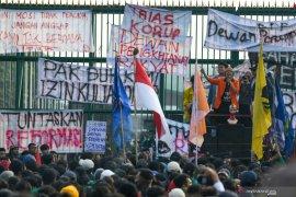 BEM sebut sedikitnya 1.000 mahasiswa Trisakti ikut aksi demonstasi di gedung DPR