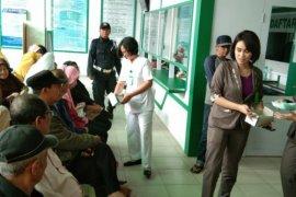 RSU Tiara Pematangsiantar bagikan masker kepada pengunjung