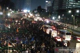 Pengunjuk rasa di kawasan Semanggi bubarkan diri setelah terlibat bentrok dengan aparat