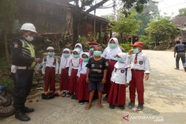 Antisipasi dampak karhutla, SMGP bagikan masker kepada pelajar