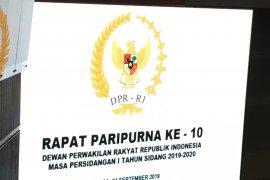 DPR  rapat paripurna 10