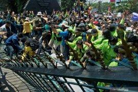 18.000 personel diturunkan untuk pengamanan mahasiswa demo