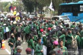 Ribuan mahasiswa UNJ menuju Senayan