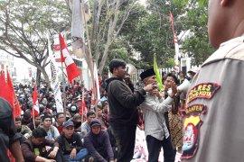 Nilai pemerintah tak berpihak pada petani,  mahasiswa  'kepung' DPRD Banten