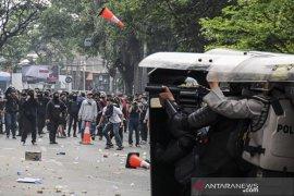 Aksi Unjuk Rasa Mahasiswa di Bandung Ricuh