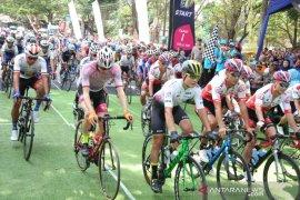 Bupati Anas lepas peserta balap sepeda Internasional Tour de Banyuwangi Ijen