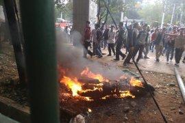 Motor milik wartawan ikut dibakar saat ricuh demo di DPR