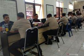 Polda NTB resmi menahan sembilan polisi tersangka penganiaya Zainal hingga tewas