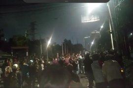 Gas air mata ditembakan aparat tembakkan  guna bubarkan pedemo di Palmerah