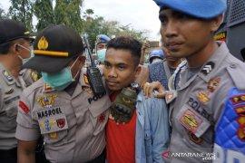 Demo mahasiswa, polisi tangkap provokator pelemparan batu