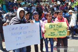 Puluhan siswa SMK Surabaya ikut demo di DPRD Jatim