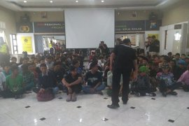 Polisi Sidoarjo razia pelajar peserta yang akan ikut demo di DPRD Jatim
