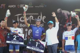 Tour de Banyuwangi Ijen, pebalap Indonesia Aiman Cahyadi menangi etape kedua (Video)