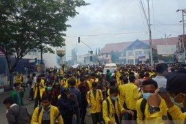 Rusuh, polisi bubarkan demo mahasiswa di Aceh Barat pakai gas air mata