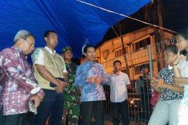 Wawali-Dandim kunjungi tempat pengungsian imbau warga Ambon pulang