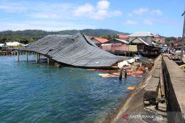 Empat warga meninggal, termasuk satu balita meninggal akibat Gempa Ambon