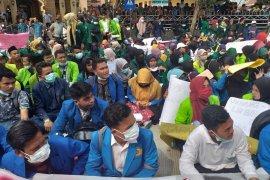 Demo mahasiswa di Sibolga aman, 2 pelajar ditangkap polisi karena bawa parang
