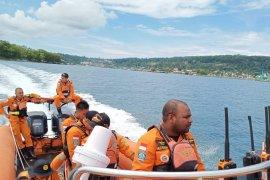 Dua nelayan Manokwari kehabisan bahan bakar di laut ditemukan selamat