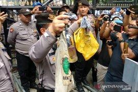 Aksi di DPRD Sumut, seorang pelajar bawa bom molotov