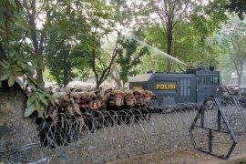 Aksi demo DPRD Sumut kembali ricuh