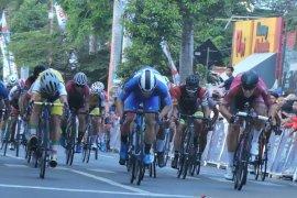 Tour de Banyuwangi Ijen, giliran pebalap Jepang menangi etape ketiga (Video)