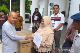 Pemkot Pangkalpinang bagikan 178 kartu asuransi nelayan