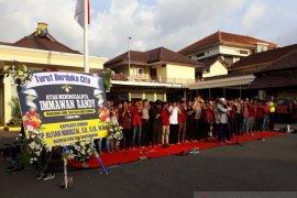 Mahasiswa dan Polisi Jember gelar shalat gaib untuk mahasiswa Kendari korban demo