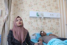 Anggota Brimob korban pelemparan batu pedemo dirawat di RS