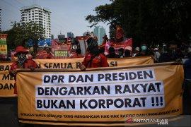 Demonstrasi di DPR, Orasi ribuan massa masih berlanjut