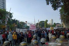 Unjuk rasa DPR, orasi serta tuntutan terus disuarakan