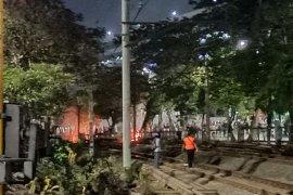 Demo DPR, massa mulai lakukan pembakaran di sekitar  Palmerah