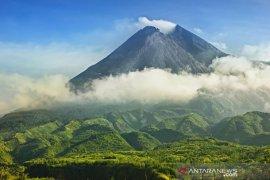 Gunung Merapi pagi ini mengalami 11 kali gempa guguran