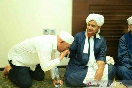 Wahid bersilaturrahim kepada Habib Umar bin Hafidz
