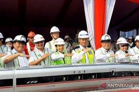 Menteri BUMN resmikan pemasangan girder kereta cepat