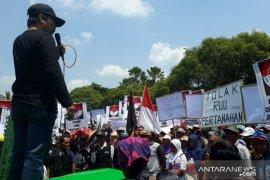 Peringati Hari Tani Nasional, petani Jember turun jalan tolak RUU Pertanahan