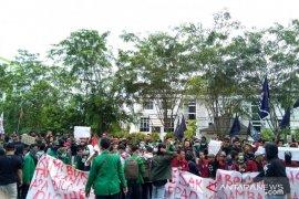 Aliansi Mahasiswa Sambas tuntut tuntaskan dugaan korupsi dana hibah