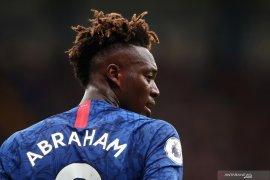Penyerang muda Chelsea, Abraham memimpin daftar top skor bersama Aguero