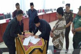 Pemkab Madina dan KPU tandatangani hibah Pilkada Madina