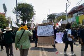 Pelantikan DPR, Mahasiswa bergerak ke Jalan Gatot Subroto