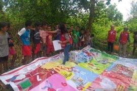 PMI hibur anak korban gempa di Ambon