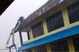 12 rumah rusak akibat angin puting beliung