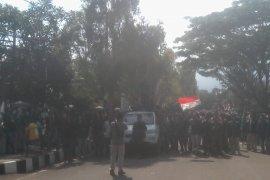 Tolak semua RUU, ratusan mahasiswa gelar aksi damai di Gedung DPRD Pandeglang